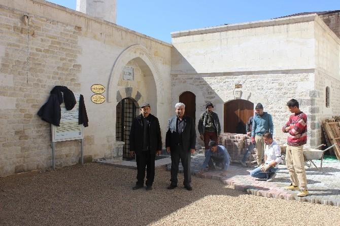 Ulu Cami Civarına Kilit Taşı Düşeniyor