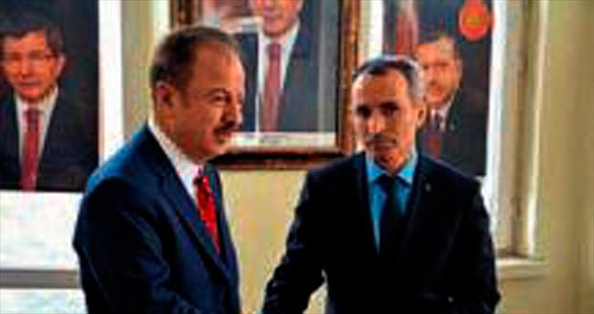 Turgut AK Parti'ye başvuruda bulundu