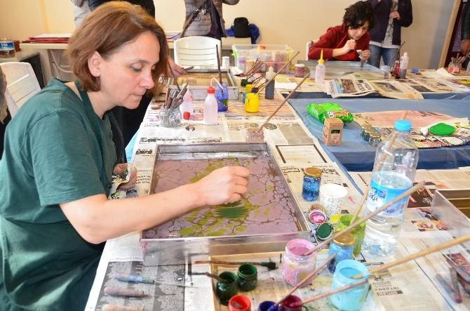 Yabancı Öğrenciler Ebru Sanatını Öğrendi