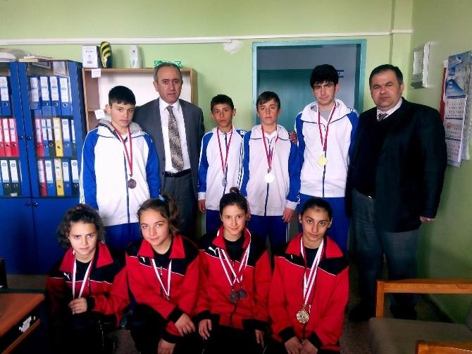 Yıldızeli Atatürk Ortaokulu Öğrencileri Atletizm Yarışları'nda Sivas'ı Temsil Edecek