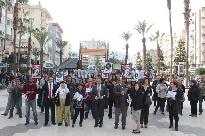 Kumluca'da Kadınlar Günü Yürüyüşü Düzenlendi
