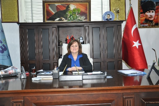 Edremit Belediyesi'nde Görev Müberra Uyar'da