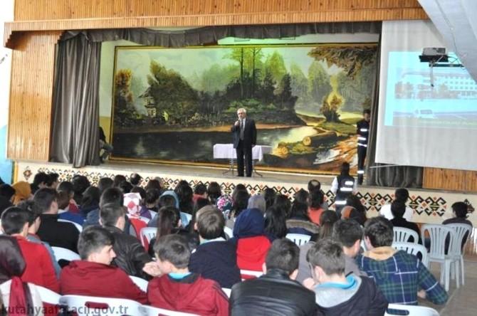 Gediz'de Lise Öğrencilerine 'Afete Hazır Okul' Eğitimi Verildi