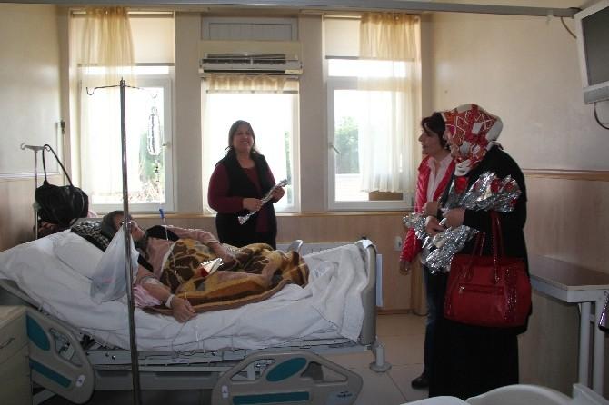 AK Partili Kadınlardan Hasta Annelere 8 Mart Ziyareti