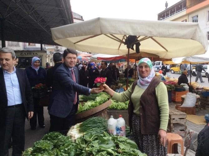 Milletvekili Tunç, Kadınlar Günü Etkinliğinde Menekşe Dağıttı