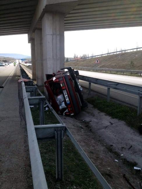 Amasya'da Otomobil Köprü Ayağına Çarptı: 1 Ölü, 1 Yaralı