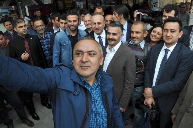 Bakan Çavuşoğlu'na Huzurevinde Sürpriz