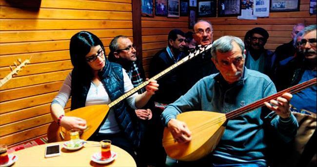Halk müziği tutkunları 'âşıklar Kahvesi'nde