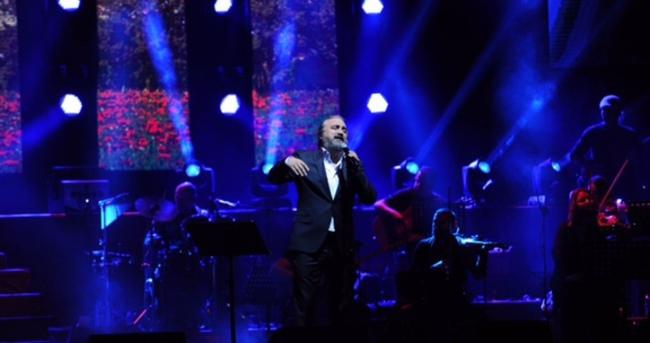 Volkan Konak'tan Ağaoğlu ailesine dev konser