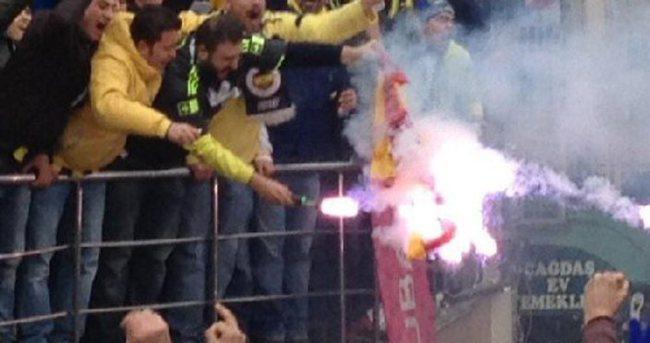 Galatasaray formasını yaktılar
