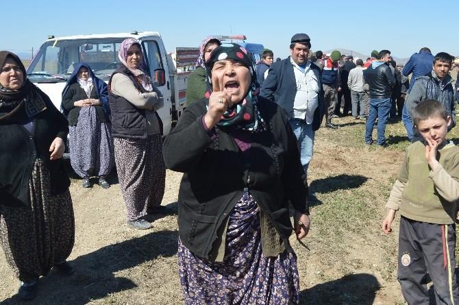 Köylüler Çiftlik Sahiplerinin Arazisine Girip, Ekipmanlarına El Koydu