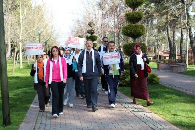 Sağlıkçılar 'Kadına Şiddete Hayır' Diyerek Yürüdü