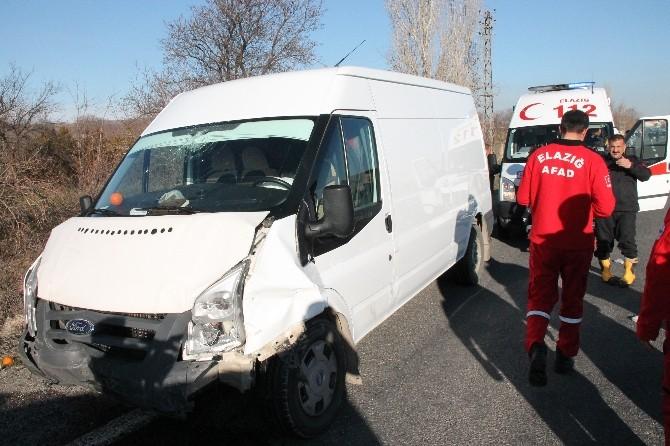 Elazığ'da Minibüs İle Otomobil Çarpıştı: 5 Yaralı