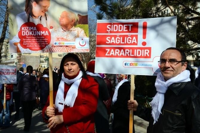 Eskişehir'de Sağlık Çalışanı Kadınlara Yönelik Şiddetin Önlenmesi Yürüyüşü