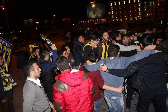 Kayseri'de Fenerbahçeli Taraftarlar Galibiyeti Kutladı