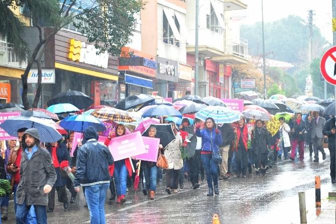 Balçovalı Kadınlar Yağmura Aldırmadı