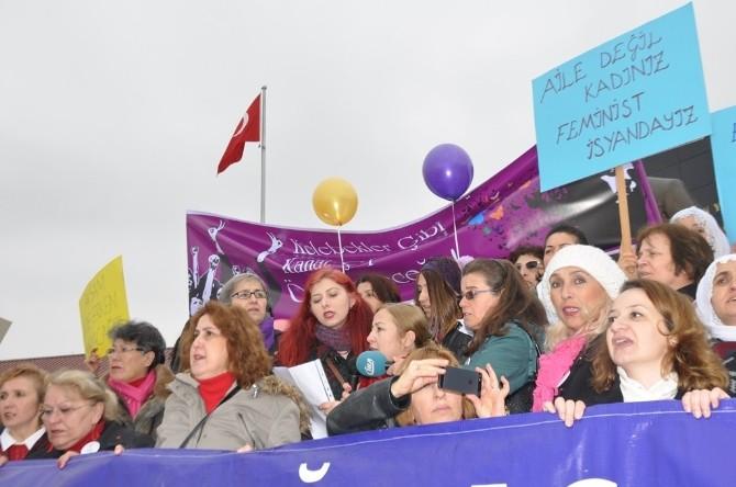 Kadınlar 8 Mart Dünya Kadınlar Gününde Yürüdü