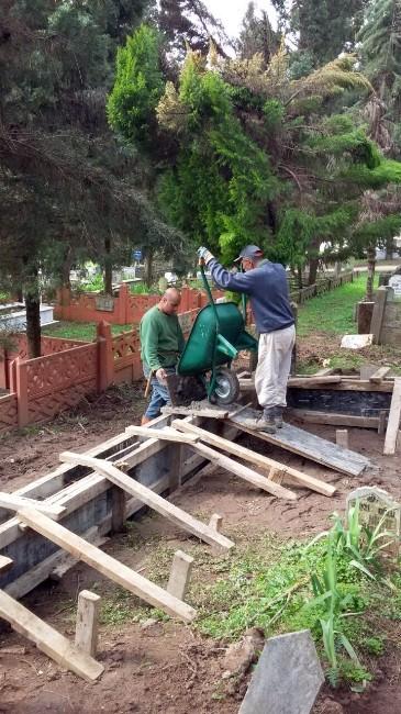 Mezarlıklarda İyileştirmeler Yapılıyor