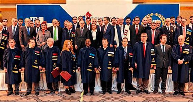 Hasan Kalyoncu'dan akademisyenlere ödül