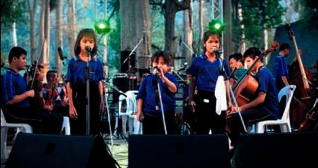 Görme engelliler orkestra kurdu