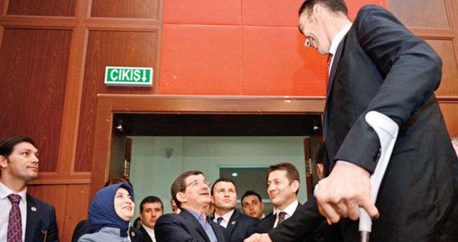 Başbakan'a uzun karşılama
