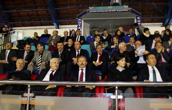 Halk Oyunlarını İzledi, Başarılı Sporcuları Tebrik Etti