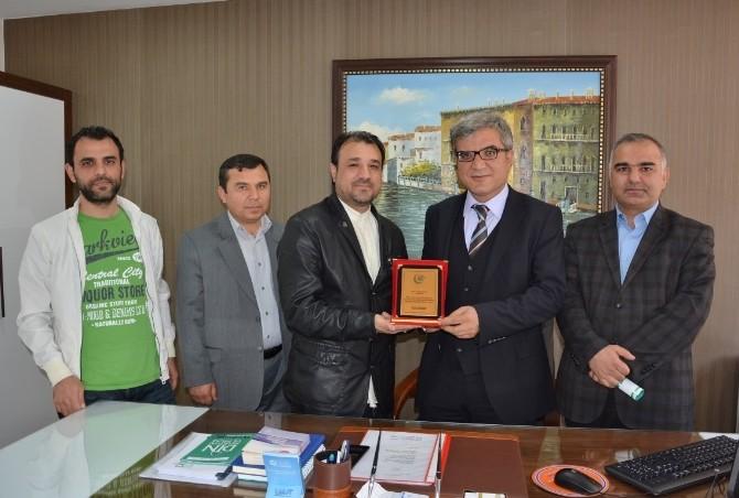 AGD' Başkanı Beyazkaya'dan Başkan Yardımcısı Kutlu'ya Plaket