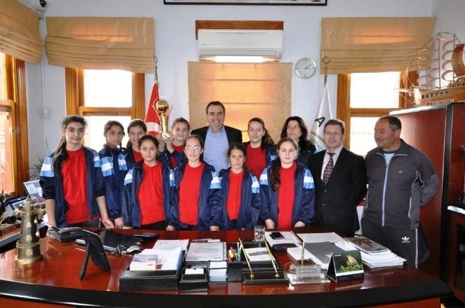 Şampiyonlardan Ayvalık Belediyesi'ne Teşekkür Ziyareti