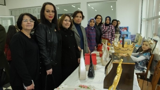 Burhaniye'de Dekoratif El Sanatları Sergisi