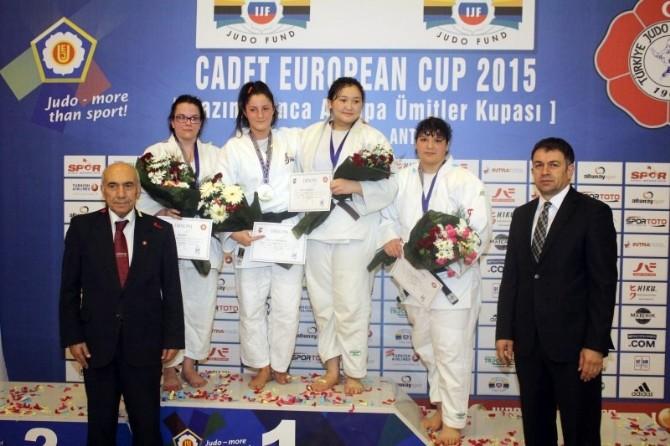 Nazım Canca Ümitler Judo Avrupa Kupası'nda Madalya Yağmuru