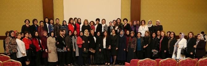 Denizli'de Kadın Meclisi Kadın Olmak Paneli Düzenledi