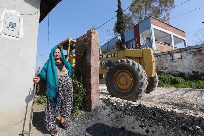 Efeler Belediyesi Vatandaşın Yol Sorununa Son Veriyor