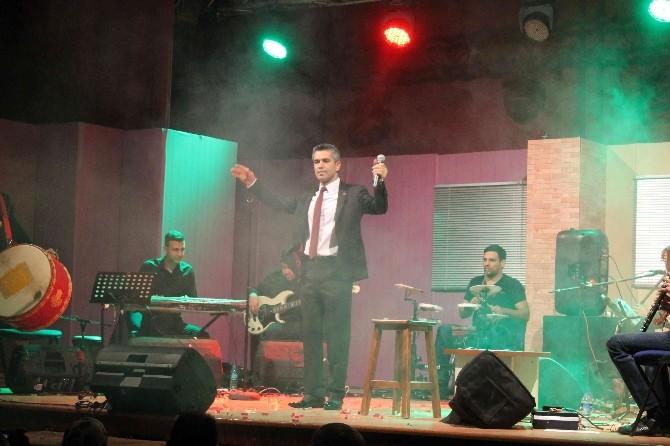 Fethiyeli Sanatçı Adem Kazan Türküleriyle Coşturdu