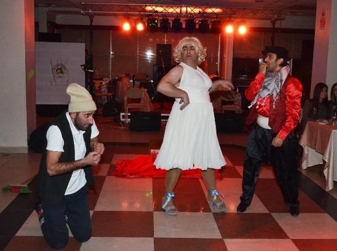Kadınlar Pembe Panter Komedi Dans Üçlüsü İle Eğlendi