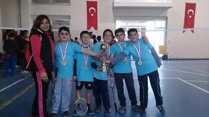Badmintonda Şampiyon Gençlik Hizmetleri Spor Kulübü Oldu