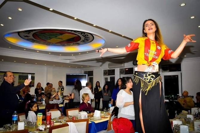 Galatasaray Formalı Dansözlü Fotoğrafa Tepki