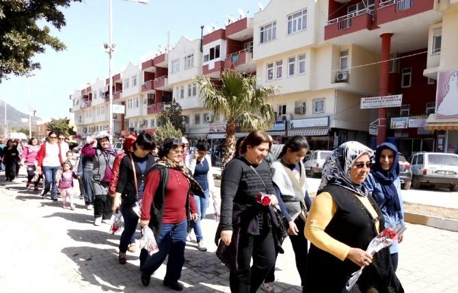Bozyazı'da Kadına Şiddete Karşı Yürüyüş Yapıldı