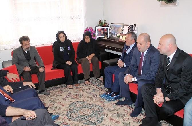 Trabzonspor Yönetiminden Özgecan Aslan'ın Ailesine Taziye Ziyareti