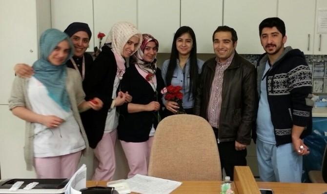 Türkiye Gençlik Konseyi Elazığ Şubesi Kadınlara Karanfil Dağıttı