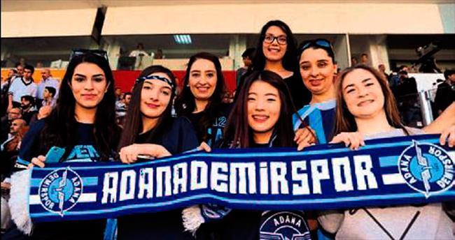 Kadın taraftarlar derbi maçları seviyor