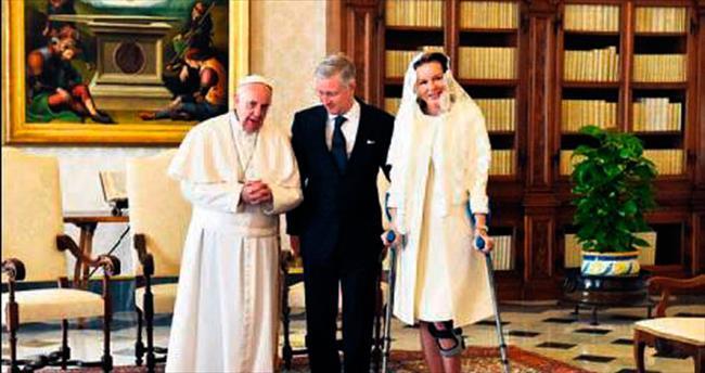 Koltuk değnekleriyle Vatikan'da