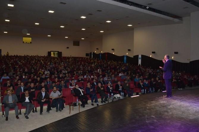 Bekir Develi'den Afyon Kocatepe Üniversitesi Öğrencilerine Stand-up Gösterisi