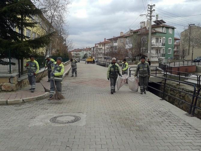 Afyonkarahisar Belediyesi Kentte Bahar Temizliğine Başladı