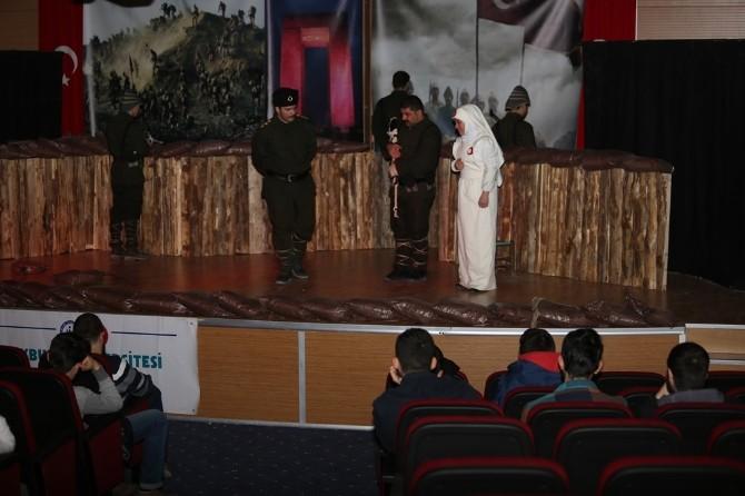 Bayburt Üniversitesinde 'Asırlık Türkü Çanakkale' Oyunu Sergilendi