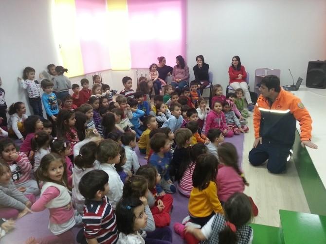 AFAD'dan Miniklere Deprem Tatbikatı Eğitimi