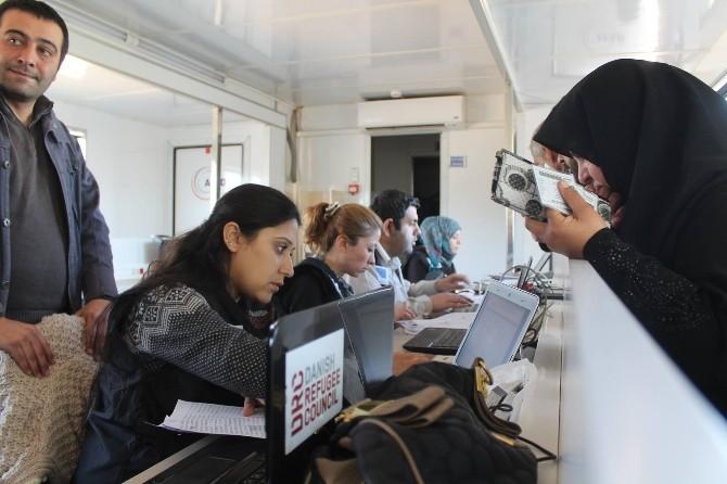 Suriyeli Ailelere Yardım Kartları Dağıtıldı
