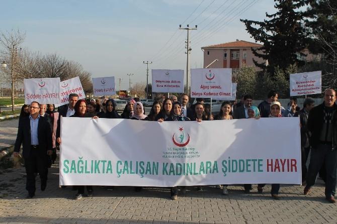 Sağlıkta Çalışan Kadınlara Şiddete Hayır Yürüyüşü Yaptı