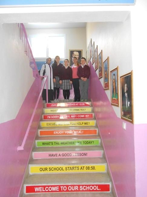 Okul Merdivenleri 'Bilgi Merdiveni' Projesi İle Canlandı