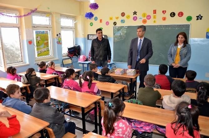 Suriyeli Çocuklara Kırtasiye Yardımı