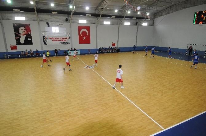 Yenişehir Belediyesi Spor Salonu Takımlara Ev Sahipliği Yapıyor